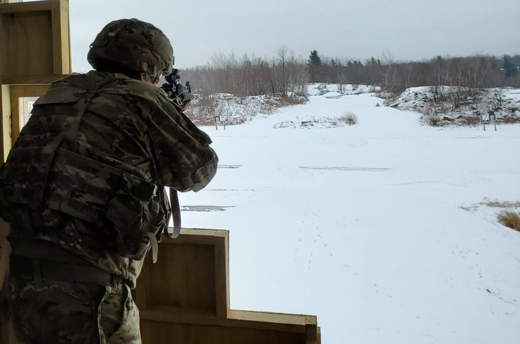 Soldier shooting the new qualification in the snow