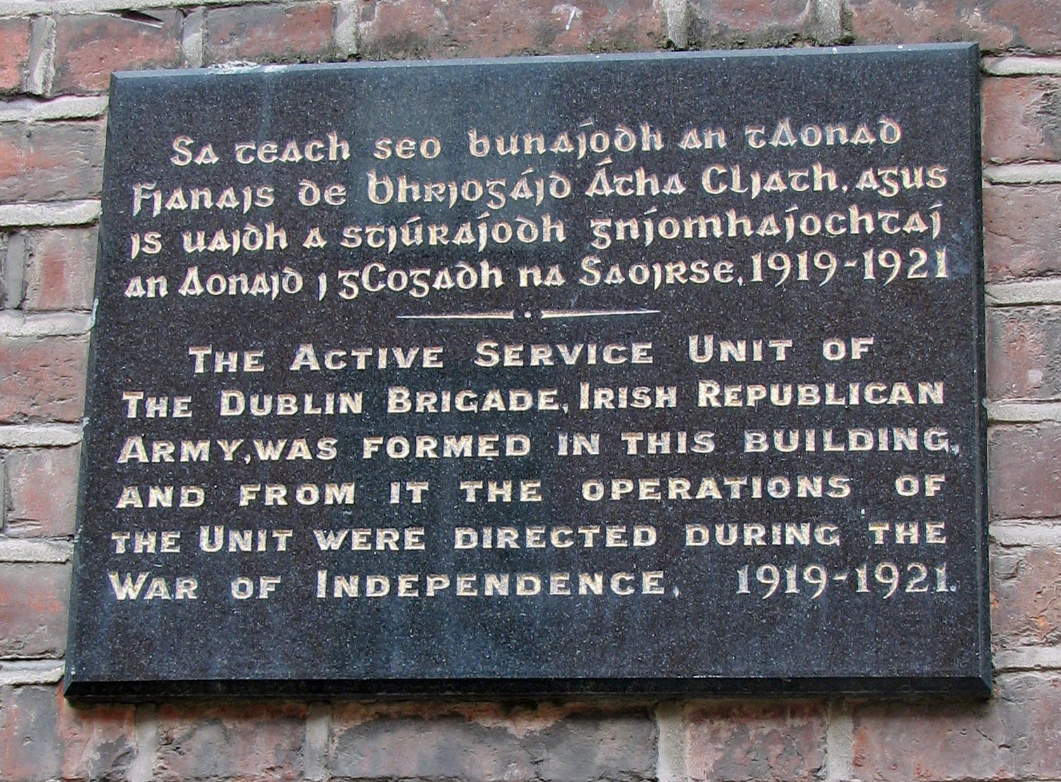 A plaque commemorating the Irish War during with a British General was held captive