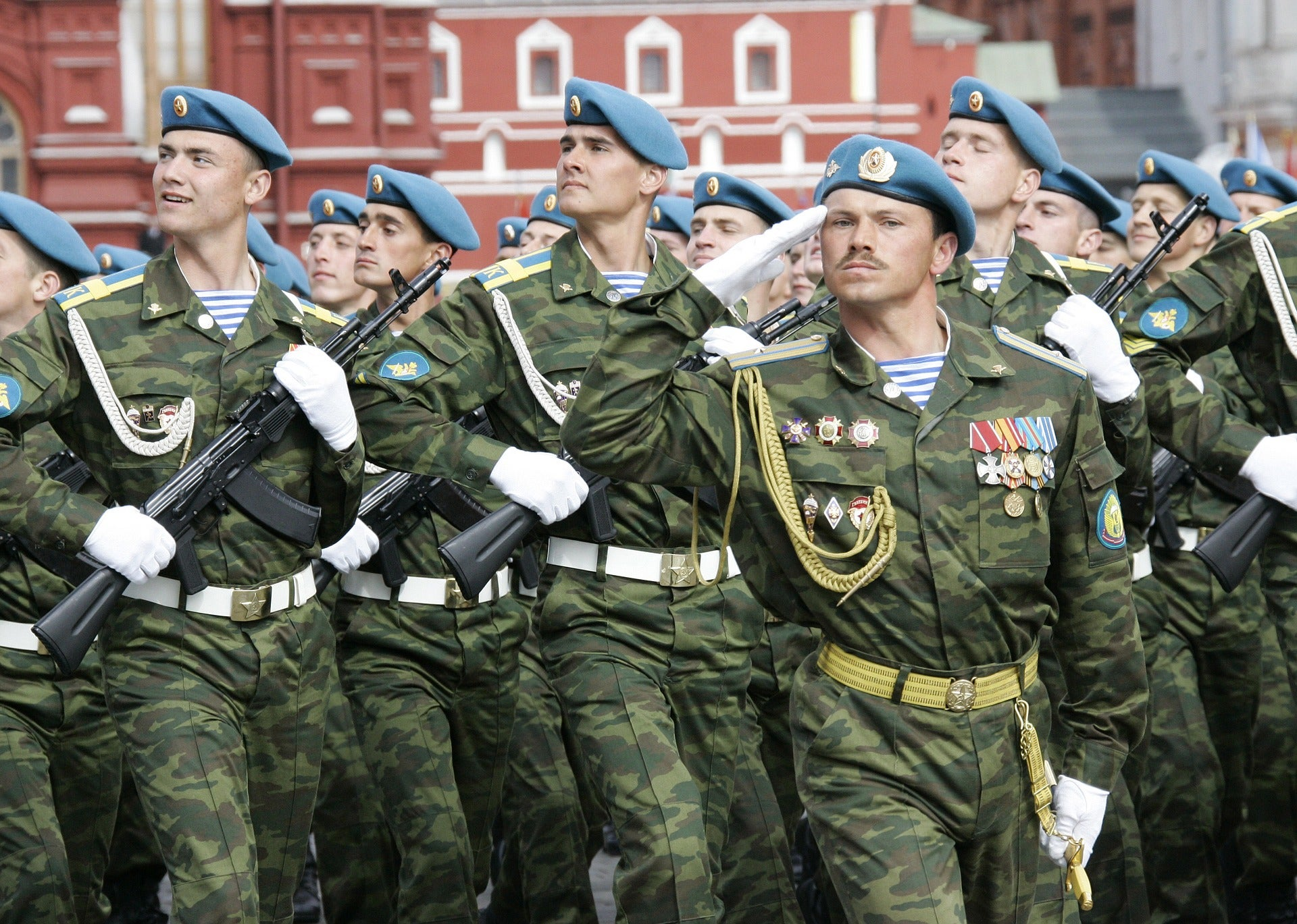 russian soldiers who live near lithuanian soldiers