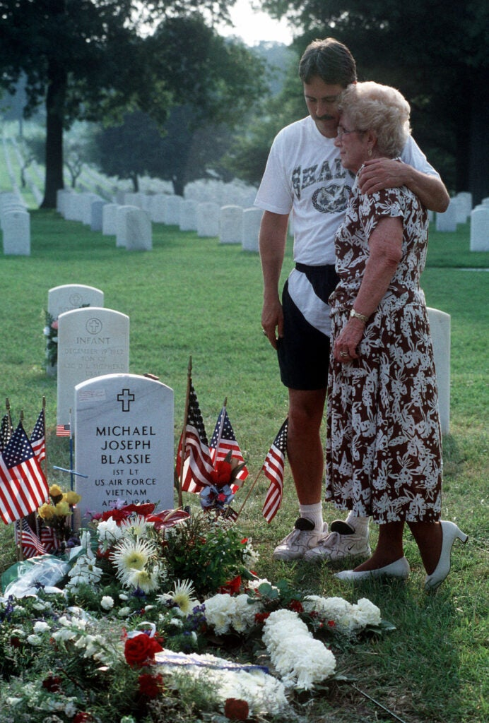 the family of a formerly unknown soldier mourning