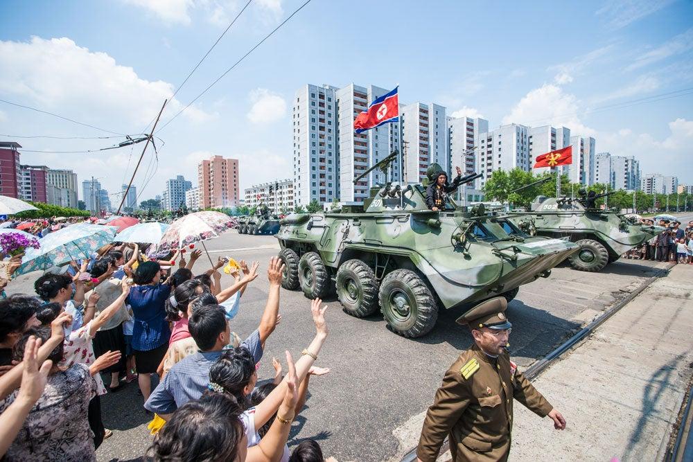 북한, 경제 악화에 열병식 계속 조직