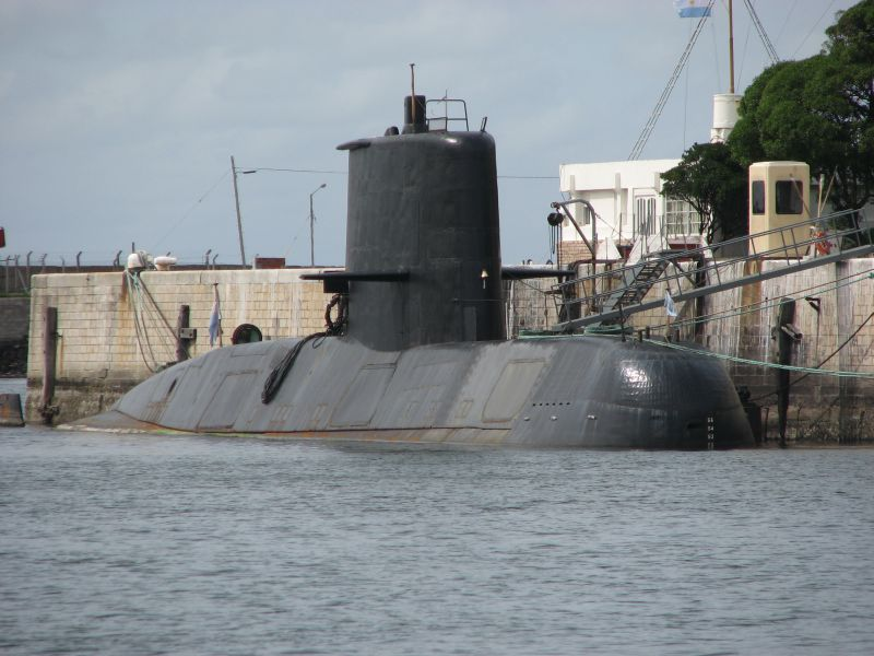 This is how the Navy rescues crews of sunken submarines