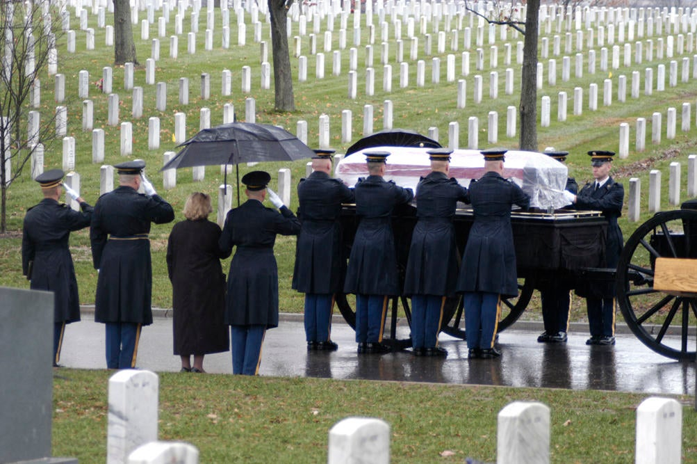 Can military spouses be buried in veterans cemeteries?