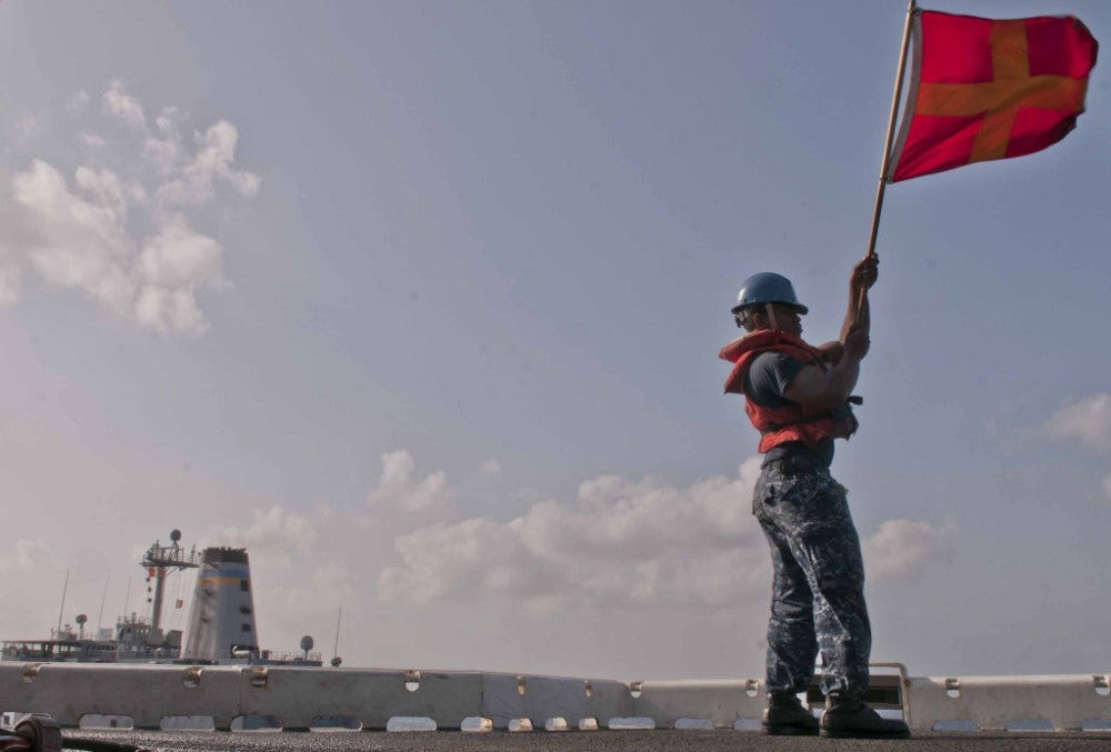 18 photos that show the intensity of keeping warships supplied at sea