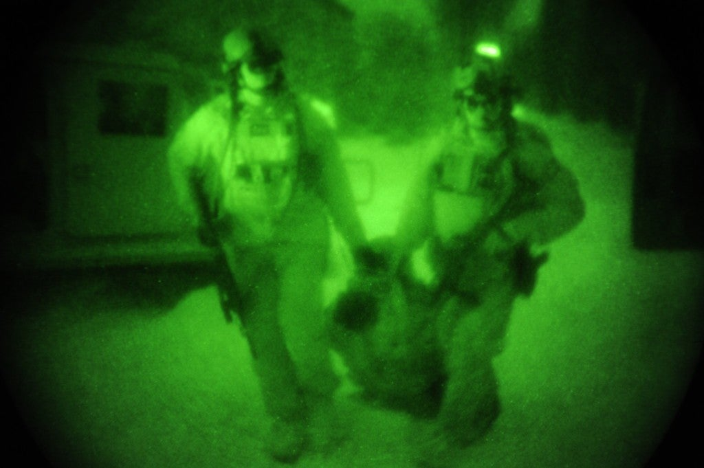 Here's what it's like when Special Forces raid a compound