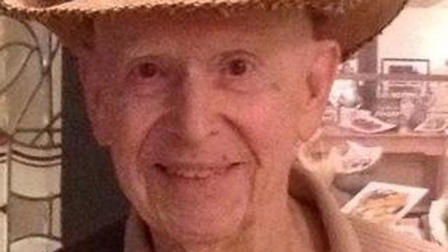 Hundreds of strangers honor lonely WWII vet at wake