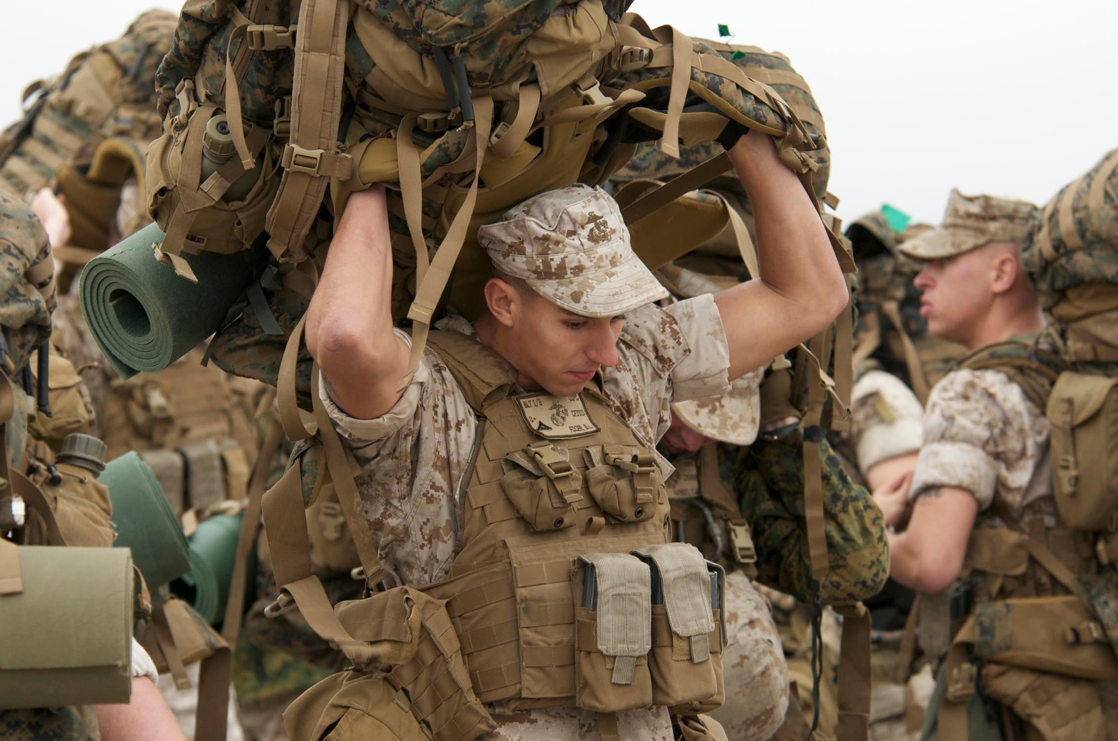 This is how much weight you should actually carry in combat (according to science)