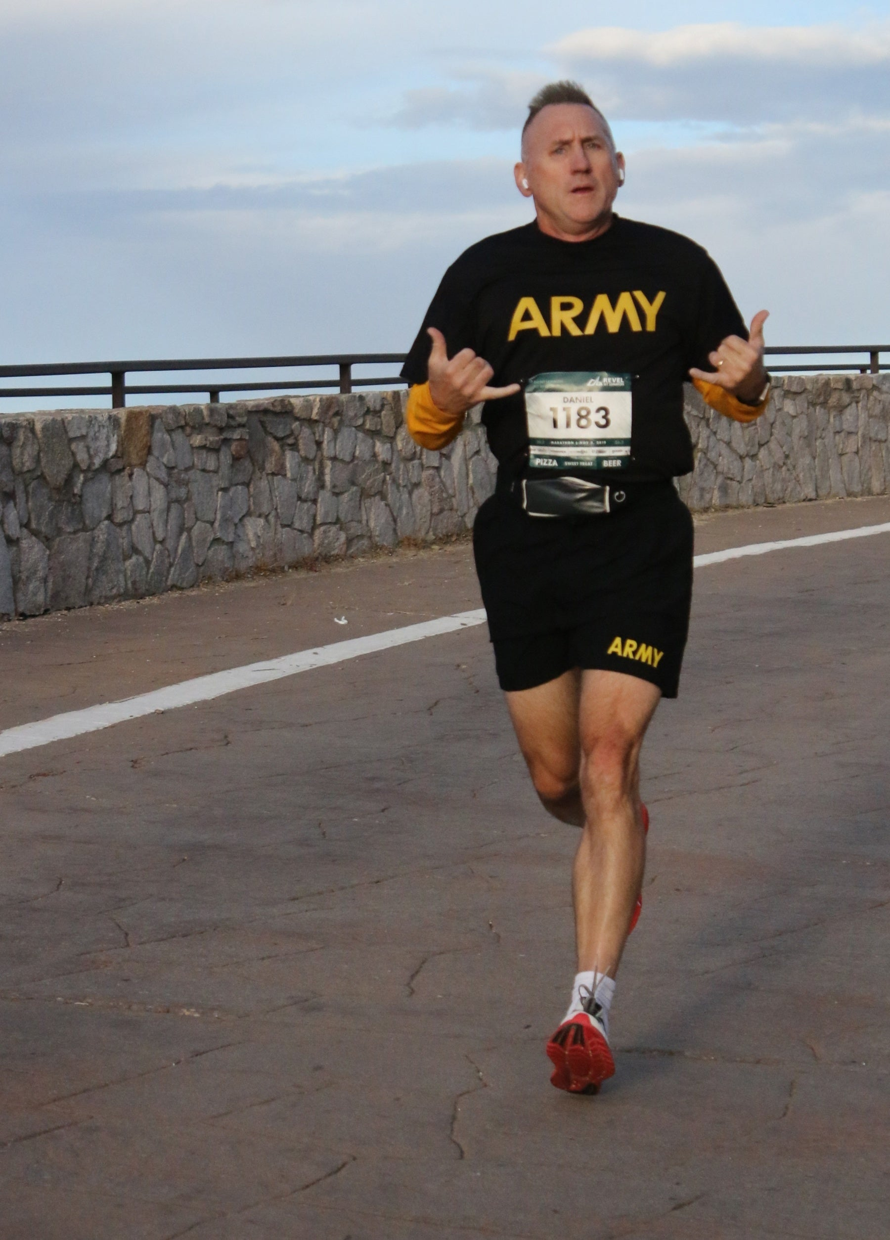 Army soldier pushes limits to reach insane running goal